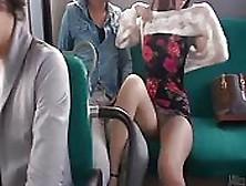 Pareja Caliente Asiática Folla En El Transporte Público
