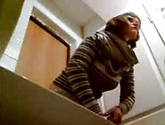 Hidden Cam Catches Girl Using The Toilet