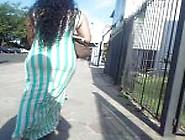 Flagra Gostosa De Vestido Sem Calcinha Na Rua