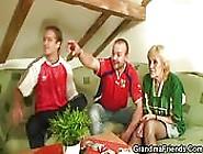 Nuttige Oma,  Die Den Fußball Liebt