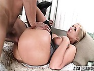 Hot Phoenix Marie Wet Pussy Gets Pounded