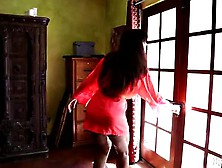 Hot Teen Lola Foxx Gives Sensual Massage To Lisa Ann