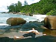Razz- Lei Lo Trova Svenuto Sulla Spiaggia E Lo Rianima