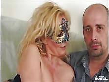 Provino Porno Con Una Matura Zoccola In Mascherina