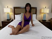 Amber 37 Year Old Webcam Model Does Anal