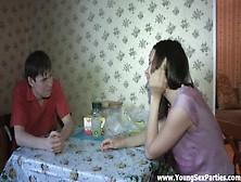 Русская молодежь трахается дома частное видео #2