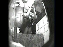 В туалете ночного клуба камера — 10