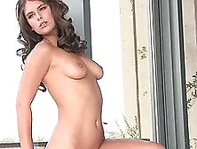 Tierra Lee Shows Some Skin In This Hot Clip