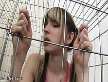 Gina gerson aka doris hiedra follada Hardcore en un jaula
