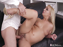 Curious Dude Penetrates Blonde Cunt With His Hard Cock
