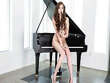 дрочит на пианино онлайн - 4